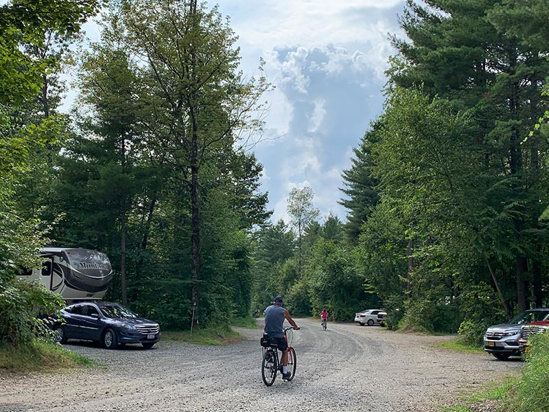 campers biking through Moose Hillock Camping Resort