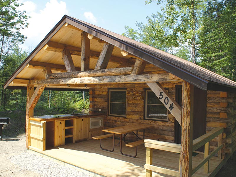 Outdoor kitchen area of cabin rental at Moose Hillock
