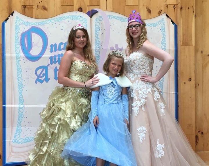 Kids dressed as princesses