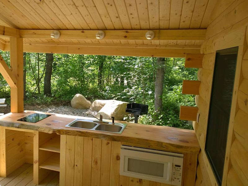 Cabin porch with outdoor kitchen