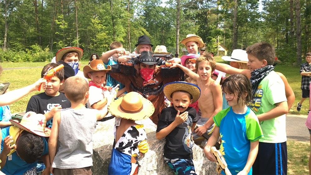 Kids captured outlaw