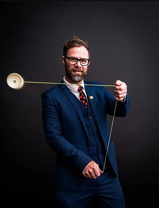 Man in suit swing yo-yo